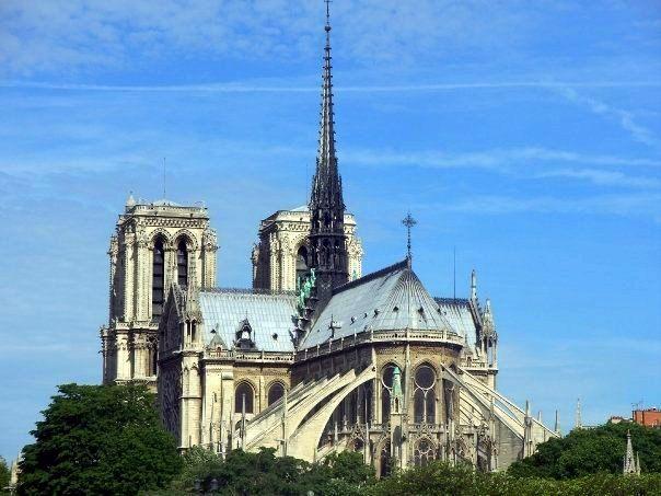 CHS's EuroTrip club raised money to see Paris and London!