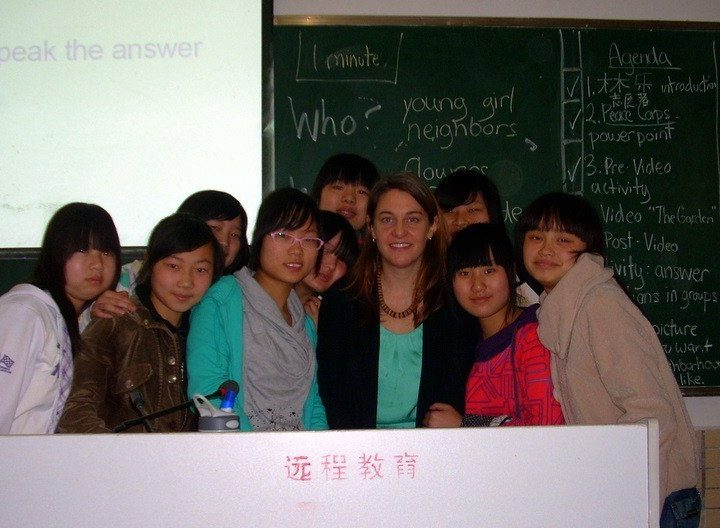 Group photo of Gareth with her Chinese high school aged students. They are studying English and will become Kindergarten teachers directly after high school.