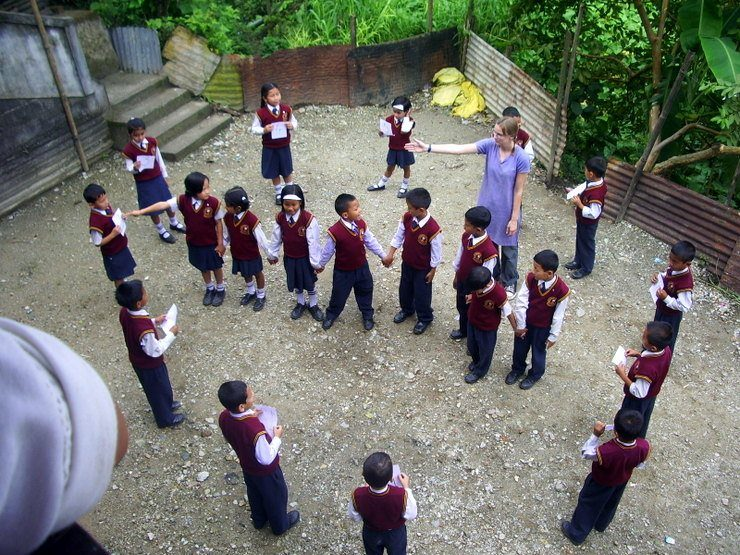 Teaching clock time by making a 'human clock' with Class 3.