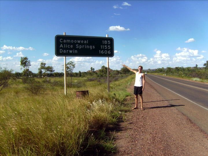 Kurt hitchhiking in Australia: The first sign with Darwin on it!