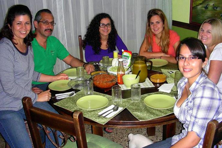 Lindsay with her host family in Costa Rica.