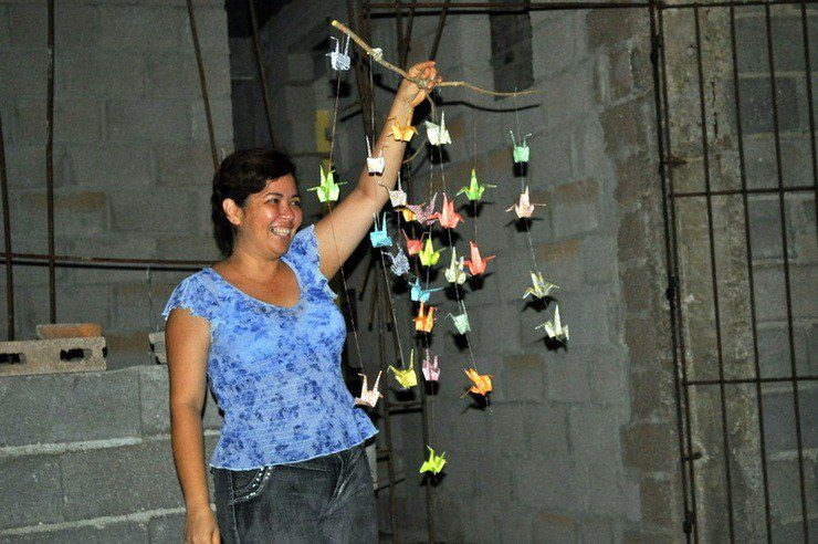 Alex presented Maria Yi, pastor of the Quaker Church in Holguin, Cuba with this mobile.