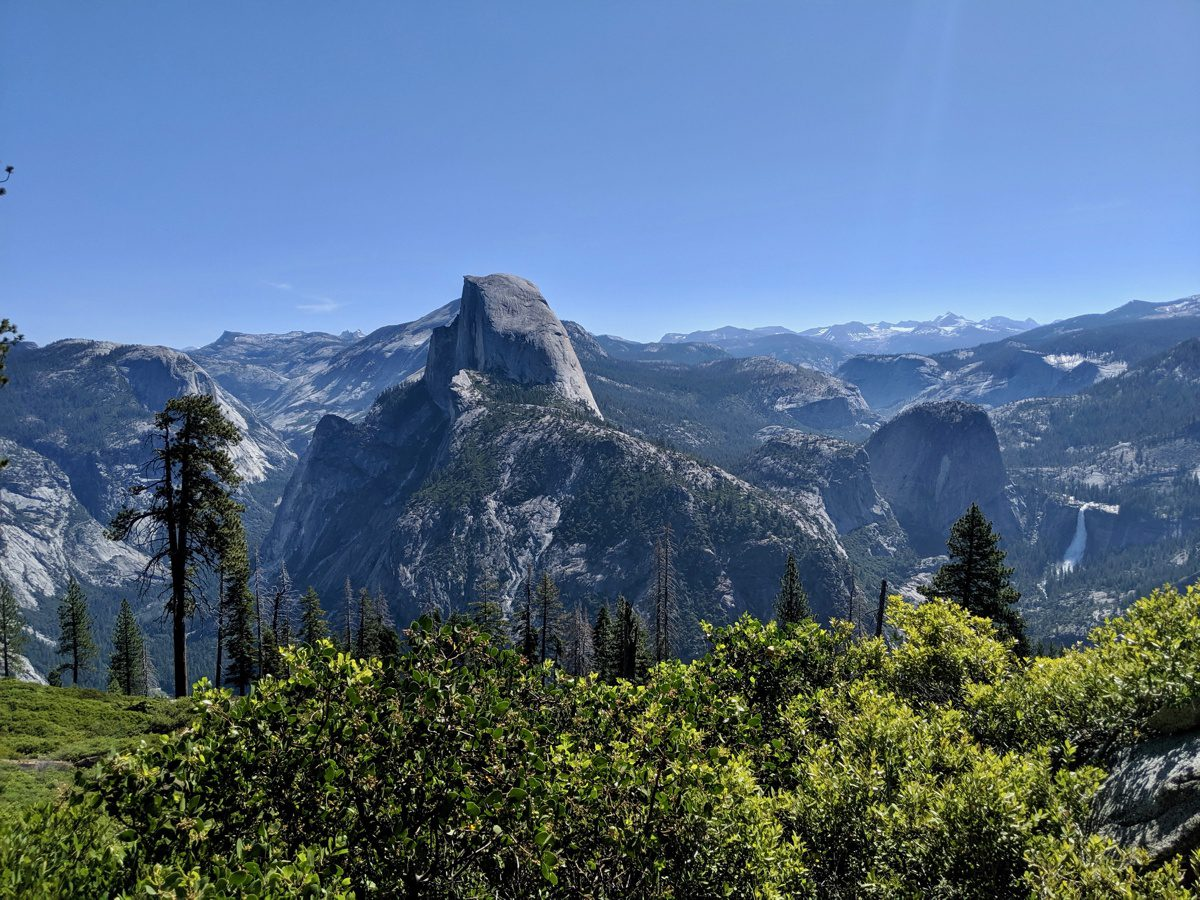 Viewpoint of Yosemite at the beginning of the Panoramic Trail.